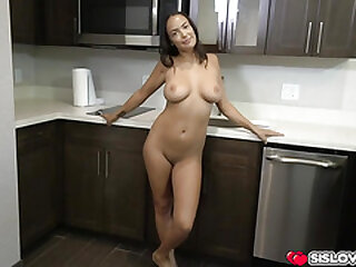 Big gut stepsis Sofi Ryan showing be useful to her curves